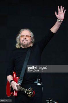 Barry Gibb performs on day 4 of the Glastonbury Festival 2017 at Worthy Farm Pilton on June 25 2017 in Glastonbury England/eo
