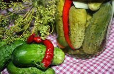 Z Majeczką w kuchni....: OGÓRKI Z PAPRYCZKAMI CHILI