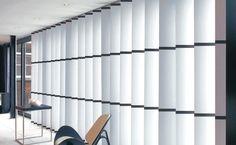 Lamellen bieden een optimale combinatie van functie en sfeer. Ze zorgen voor een vrij uitzicht zonder inkijk. U kunt de lichtinval gemakkelijk regelen, vooral omdat de lamellen met slechts één ketting te bedienen zijn. Lamellen zijn ook dé oplossing voor schuin oplopende ramen. Lamellen zijn zowel in horizontale als verticale uitvoeringen te verkrijgen, ook hier is de keuze weer enorm bij onze gordijnenwinkel Beste Gordijnen Specialist Hoofdweg 409H 1056 CT Amsterdam