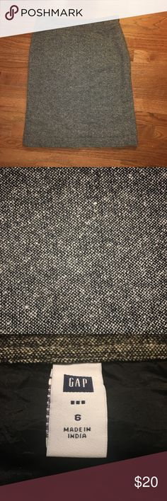 Gap Black and White Tweed Dress Skirt Size 6 Gap Black and White Tweed Dress Skirt Size 6. Side zipper. Line detail on back. Can be paired with button down shirt, Blouse, sweater or Blazer(please see my NWOT Express Stretch Blazer available in my closet). Any questions, please let me know! GAP Skirts