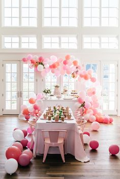 Princess pink birthday party. Table decor inspiration. Balloon garland. Photography: @rachparcell