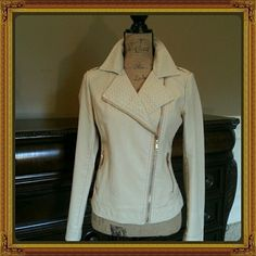 POSHMARK COVERSHOT IDEAS 7 easy tips to help make your Poshmark covershot more appealing and help maximize your selling potential.....Go to YouTube...Type in... Tracitakes12... Click on the video... Poshmark Covershot Ideas... watch, learn, enjoy then start poshing! Other