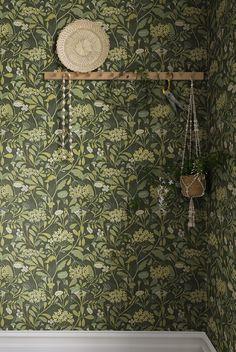 I Wallpaper, Designer Wallpaper, Pattern Wallpaper, Green Floral Wallpaper, Oh My Home, Dream Decor, Craft Patterns, Interior Design, Lancaster