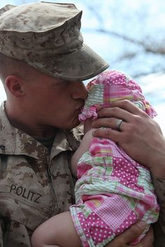 Marine meets his Daughter for the first time