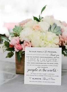 Zauberhafte Nachricht an die Hochzeitsgäste auf dem Tisch – super sweet message to the wedding guests