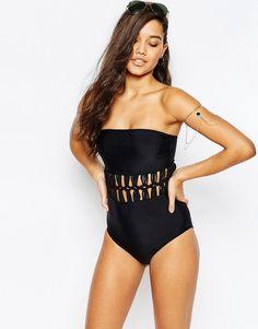 Pin for Later: Coole Bademode für alle, die sich mit etwas mehr Stoff am Körper wohler fühlen  Missguided Badeanzug mit Makrameeverzierung in der Taille - Schwarz (35 €)