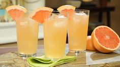 The Bee's Knees Gin Cocktail:  Perfect 1920's Party Drink!  Get this all-star, easy-to-follow Bee's Knees recipe from Geoffrey Zakarian