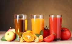 jugo.-De las tres bebidas, ésta es la más simple; porque consiste en extraer el zumo o la parte líquida de las frutas o vegetales. Asimismo, de las tres bebidas tratadas, los jugos son los únicos que no llevan leche, yogur o helado entre sus ingredientes; simplemente se les suele echar cubitos de hielo. Además, comúnmente se hacen de una sola fruta y en pocos casos, de dos en combinación.
