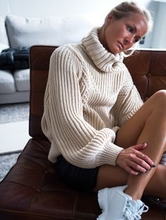 Turtleneck Outfit, Elle Decor, Knits, Portraits, Turtle Neck, Passion, Wool, Knitting, Decoration