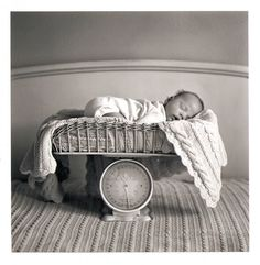 sweet newborn photo idea