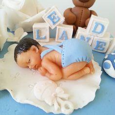 Nydelige detaljer på dåpskake laget av @kakekrona :) #slikkepott #kake #bakeglede #dåp #dåpskake #cake #bakemag #bake