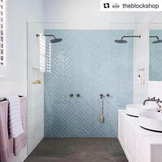 The 30 Second Trick For Shower Tile Designs Walk In Color Schemes 65 Master Shower, Master Bathroom, Bathroom Vanities, Shower Tile Designs, Classic Bathroom, Room Tiles, White Rooms, Bathroom Interior Design, Blue Vanity