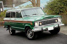 1974 Jeep Wagoneer 今はジムニーに乗っていますが、もうちょっと儲かったら こんなワゴニアに乗り換えたいなぁ~。