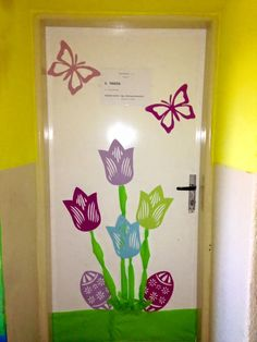 Board Decoration, Class Decoration, Art Classroom Decor, Diy And Crafts, Crafts For Kids, Spring Door, School Decorations, Paper Flowers Diy, Egg Decorating