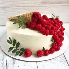 Pretty Birthday Cakes, Pretty Cakes, Cute Cakes, Cake Decorating Designs, Cake Decorating Techniques, Fruit Cake Design, Cake Recipes, Dessert Recipes, Fancy Desserts