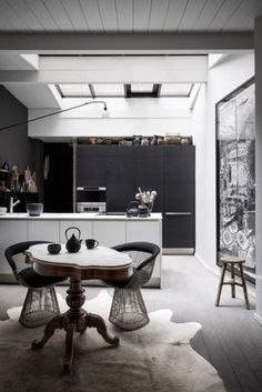 clair obscure dans une cuisine #kitchen #kök #femina #danielawitte - for more inspiration visit http://pinterest.com/franpestel/boards/