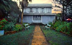 Case créole ancienne à Saint-Denis, via Flickr - Reunion ISLAND https://www.hotelscombined.fr/Place/Reunion.htm?a_aid=150886