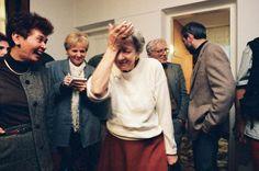 Wisława Szymborska na wieść o otrzymaniu Nagrody Nobla w literaturze, Zakopane, 1996, fot. Adam Golec / AG
