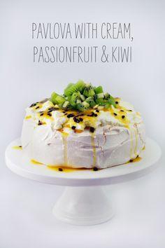 with Passionfruit and Kiwi Pavlova with Cream, Passionfruit and Kiwi - A Kiwi Classic.Pavlova with Cream, Passionfruit and Kiwi - A Kiwi Classic. Just Desserts, Delicious Desserts, Dessert Recipes, Yummy Food, Kiwi Dessert, Pavlova Cake, Flan, Tray Bakes, Recipes