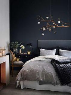 kleine b hne hinterm bett die idee hinter dem bett eine schmale ablage einzurichten ist. Black Bedroom Furniture Sets. Home Design Ideas