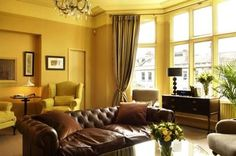 Descubre cómo escoger los colores para decorar una sala. Y además aprende qué colores ayudan ampliar tu sala. Solo ingresa a: http://salaspequenas.com/pintar-la-sala-casa/
