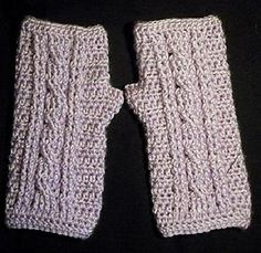 crochet cabled wristwarmers. gloves. pattern. fingerless.