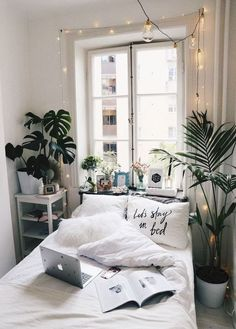 Minimalist decor seems to be the latest trend on the block. The lesser the stuff, the neater it looks, and the easier it is to manage.Here are some ideas that will make you want to rework your room to get rid of the mess:1. If you have the luxury of a big window in your room, just give it a frame by