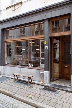 Via cafe exterior, building exterior, cafe concept, antwer Cafe Exterior, Restaurant Exterior, Grey Exterior, Building Exterior, Café Restaurant, Restaurant Design, Design Hotel, Shop Facade, Cafe Concept