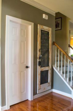 Down to Earth Style: Welcome Contrast and Color Vintage Doors, Old Doors, House In The Woods, Mudroom, Country Decor, Foyer, Repurposed, Beautiful Places, Contrast