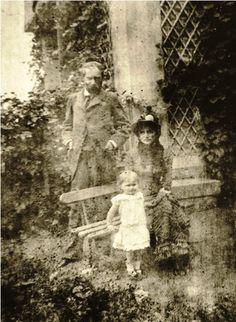Berthe MORISOT, her husband Eugène MANET and their daughter, Julie (c.1880)
