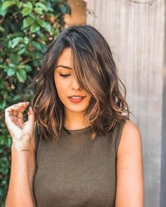 48 Best Short Hairstyles for Thick Hair 2018 – 2019 Short Haircuts For Thick Wavy Hair – Farbige Haare Short Hairstyles For Thick Hair, Curly Hair Styles, Medium Hair Length Styles, Long Bob Wavy Hair, Medium Wavy Hair, Hairstyle For Medium Length Hair, Short Thick Hair, Lob Haircut Thick Hair, Short Brunette Hair