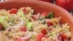 Panzanella fiorentina. La panzanella è un piatto tipico dell'Italia centrale e quindi della Toscana, delle Marche, dell'Umbria e del Lazio...