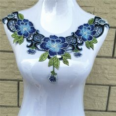 1pcs bordado Venecia Applique del cordón del envío del collar escote apliques Parches Nacional del estilo DIY de coser ajuste Craft gratuito