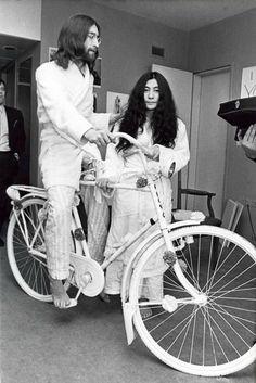 3.27.1969 - John Lennon and Yoko Ono with a white bike from Provo Hans Hofmann during their honeymoon in Amsterdam. Photo Ben van Meerendonk #amsterdam  #JohnLennon #1969  John Lennon Honeymoon | John Lennon Yoko Ono