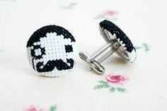 Kreuzstich Manschettenknöpfe // Cross stitch cufflinks by sniwstitched via DaWanda.com