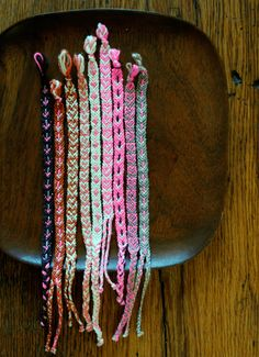 DIY Yarn Crafts : DIY Crafts: Valentine& Friendship Bracelets DIY how do u make these they look so cute ! Heart Friendship Bracelets, Friendship Bracelets Tutorial, Bracelet Tutorial, Yarn Crafts, Diy Crafts, Decor Crafts, Paper Crafts, Yarn Bracelets, Colorful Bracelets
