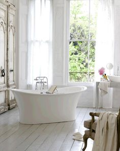 Elegant and timeless; the Toulouse double ended bath by Victoria + Albert Baths with accompanying Amalfi 55 basin www.vandabaths.com