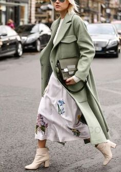 Green and florals. Spring street style inspiration.... - Street Style