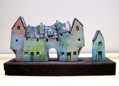 Looks like Raku Clay Houses, Ceramic Houses, Miniature Houses, Ceramic Clay, Ceramic Pottery, Paper Clay, Clay Art, Pottery Houses, Ceramic Techniques