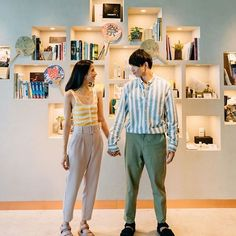 From coordinating colors to prints, and have been teaching us how to match outfits with our significant other. Click the link in bio for these cute styling tricks.  Photo via Heart Evangelista, Star Fashion, Fashion Tips, Getting Out Of Bed, Matching Couples, Significant Other, Coordinating Colors, All About Eyes, How To Look Classy