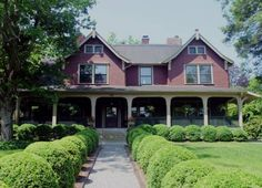 1900 Inn on Montford Asheville (North Carolina) Located in Asheville, this historical North Carolina bed and breakfast features a 3-course breakfast and  The University of North Carolina Asheville is 1.2 km away.