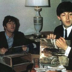 MUSIC The with Music Player!___ ⬤ John Lennon and Paul McCartney of The Beatles check out their new Bob Dylan vinyl record.___ ➜ Click the pic to hear the MUSIC PLAYER! Bob Dylan, John Lennon Paul Mccartney, Rubber Soul, Dangerous Minds, Record Players, The Fab Four, Music Magazines, Record Collection, Rock Collection