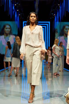 The perfect combination for warmer weather - a delicate oversized blouse and cropped tailored trousers!