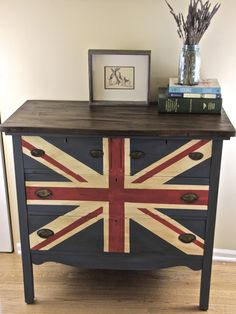 meg made designs: Painting a Union Jack/British Flag on a dresser tutorial Great diy instructions! Furniture Update, Furniture Makeover, Furniture Ideas, Furniture Inspiration, British Bedroom, Union Jack Decor, British Decor, Flag Painting, Chalk Painting