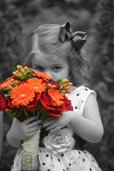 black and white photography with red color splash Black And White Colour, Black And White Pictures, Orange Color, Color Pop, Orange Flowers, Orange Red, Red Green, Splash Photography, Color Photography