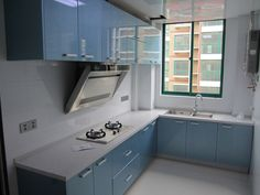 The most intriguing challenge that haunts an interior designer while setting up the design of a modern kitchen is space … Modular Kitchen Indian, L Shaped Modular Kitchen, L Shaped Kitchen Designs, Indian Kitchen, Kitchen Wardrobe Design, Kitchen Room Design, Kitchen Layout, Interior Design Kitchen, Moduler Kitchen