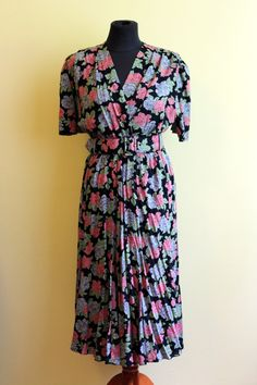 Roses are blue! Very feminine dress, with a nice vintage feel.
