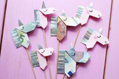 Creative banknotes folding to origami unicorn – DIY tutorial - Do It Yourself Unicorn Diy, Unicorn Gifts, Homemade Gifts, Diy Gifts, Origami Diy, Money Origami, Origami Wedding Invitations, Flower Art Images, Folding Money