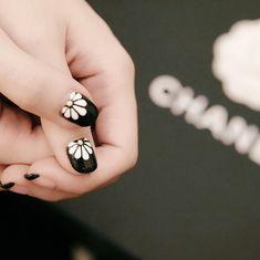 17 Flower Nail Ideas for Springtime Manicures | Brit + Co