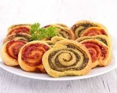 Biscuits croustillants au pesto : http://www.cuisineaz.com/recettes/biscuits-croustillants-au-pesto-83663.aspx